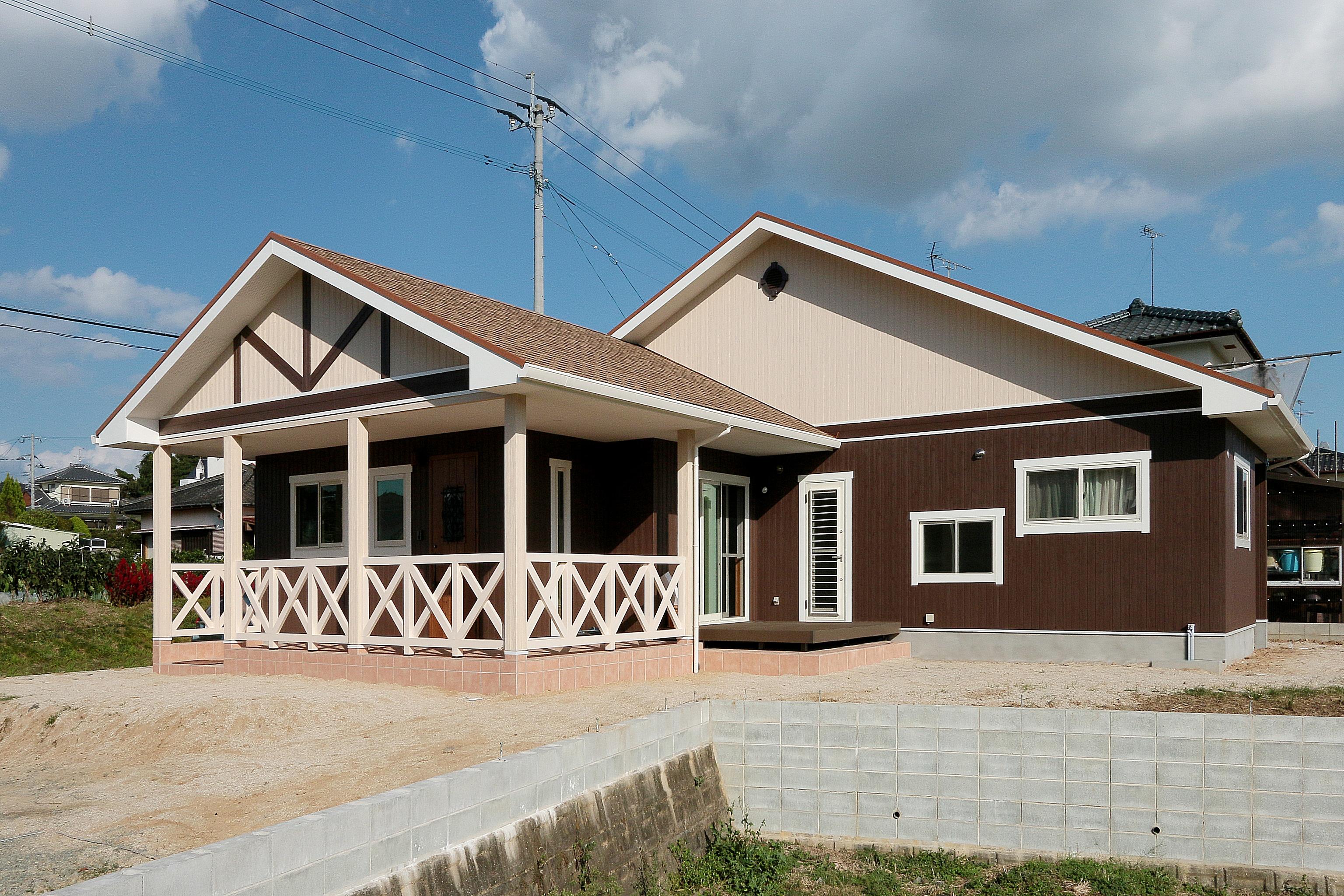 レトロで可愛い三角屋根の木造住宅