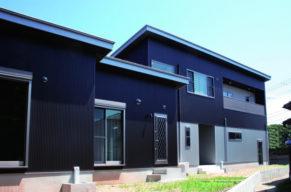シンプルで重厚感のある木造住宅