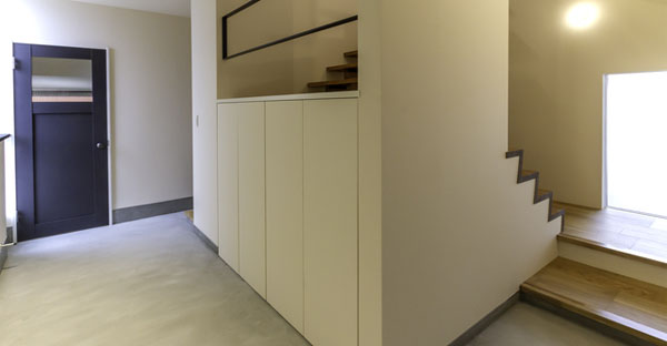 沖縄の注文住宅☆玄関や廊下・階段のプランニングポイント